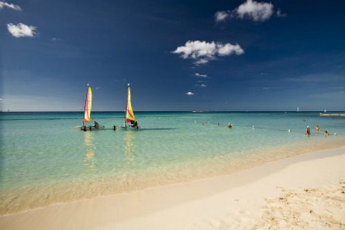 bavaro-beach-sailing-photo used with kind permission from Hoteles Catalonia